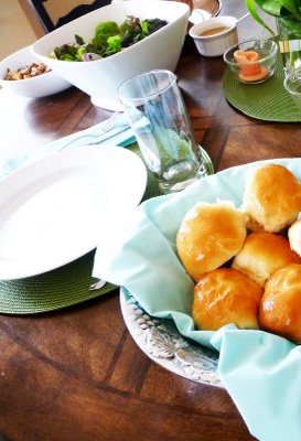 buttery dinner rolls