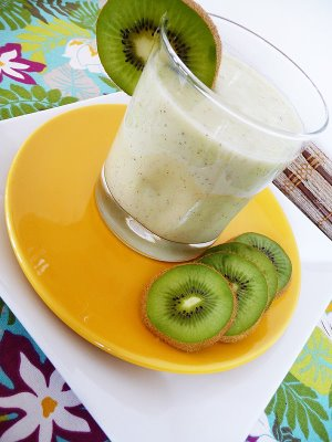 Aloha Smoothie | This quick smoothie will bring an island breeze to a hot summer day!