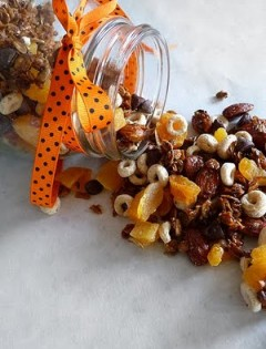 Chocolate Trail Mix with Almonds
