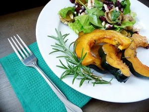 apple cider roasted acorn squash
