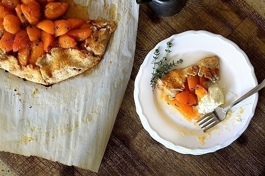 Apricot Thyme Galette | I'm not a huge fan of raw apricots eaten out of hand. But when I made this apricot-thyme galette, I knew I had a winner. Baking really makes them juicy and sweet.