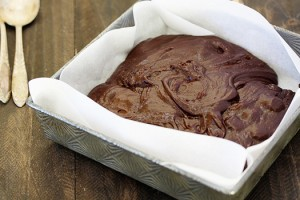 how to line a pan with parchment paper - brownies