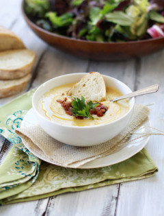 cream of roasted garlic and cauliflower soup