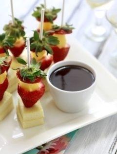 strawberry cheeesecake pops