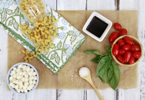 Easy Caprese Pasta Dinner - recipe for caprese salad pasta with tomatoes and basil