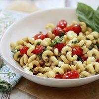Caprese Pasta - Pasta with Tomatoes, Basil and Mozzarella
