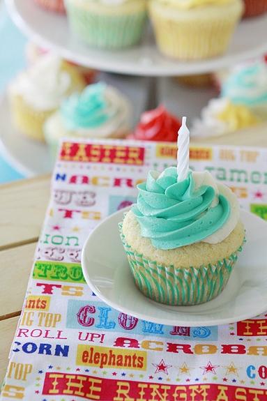 vanilla bean sour cream cupcakes