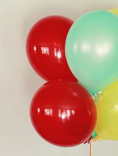 carnival birthday party balloons