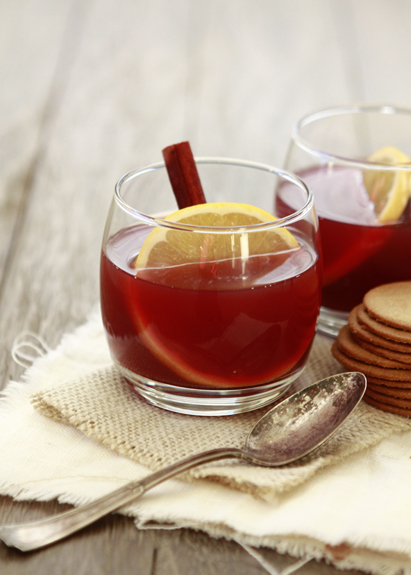 Two glasses of hot spiced apple cider