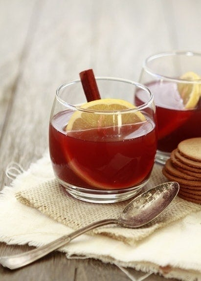 Spiced Pomegranate Apple Cider | Fresh pressed apple cider, tart pomegranate juice, and Tempranillo pair with mulling spices and fresh fruit to create a fall-inspired cocktail, perfect for sipping during this autumn and winter season.