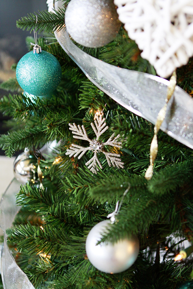 i - Green And Silver Christmas Decorations