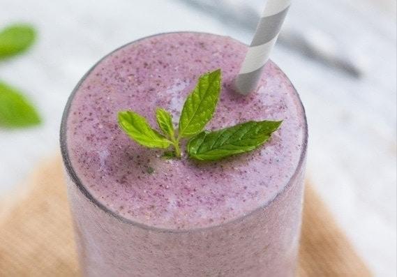 Minty Raspberry-Banana Smoothie {vegan} from GoodLifeEats & Queen of Quinoa