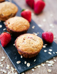 strawberry oatmeal muffins-1