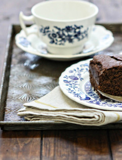 Easy Chocolate Gingerbread Cake Recipe www.goodlifeeats.com