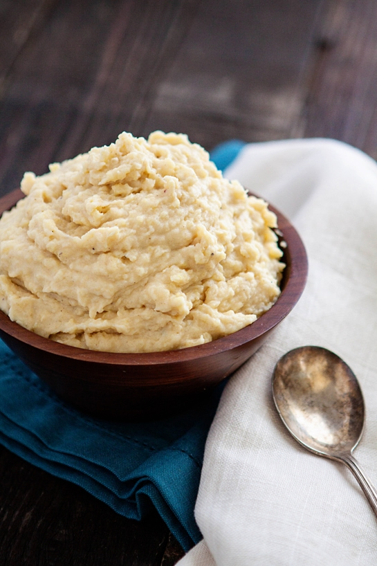 Roasted Garlic Cauliflower Mashed Potatoes are anything but traditional. They're are ramped up with the flavors of roasted garlic, cauliflower puree, and the smoothness of cream cheese. | goodlifeeats.com