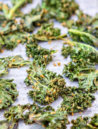 Cheesy Kale Chips Recipe