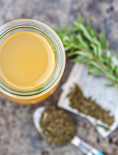 Green Tea Apple Cider Vinegar Hair Rinse to Promote Healthy Scalp and Hair Growth