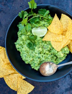 5 Minute Basic Guacamole Recipe