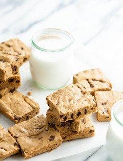 4-Ingredient Cookie Butter Blondies