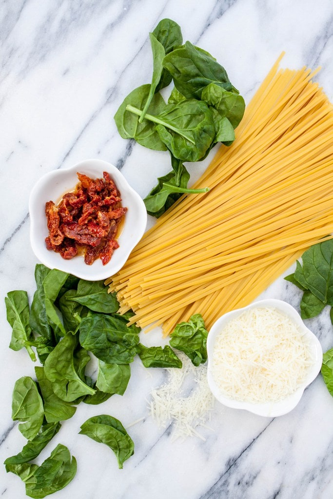 spinach and sun dried tomato pasta ingredients
