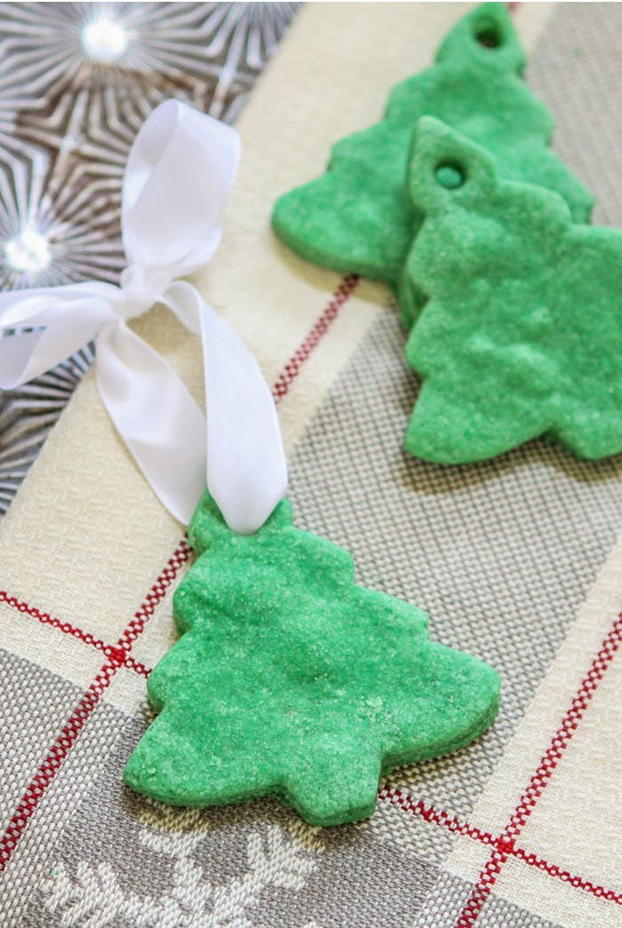 Salt dough ornaments are the sweetest little homemade gift!  You can make them for the whole family or classroom with hardly any effort and there are plenty of fun personalization options!  Kids will have a great time making these.
