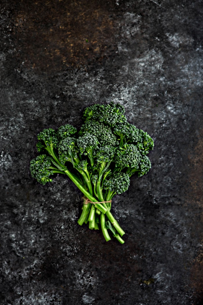 what does broccolini look like + Take your traditional side dish of roasted broccoli to the next level with this recipe of Lemon Roasted Broccolini with Pancetta and Breadcrumbs. Roasted Broccoli is sprinkled with a delicious and crunchy lemon, thyme, and pancetta breadcrumb mixture.