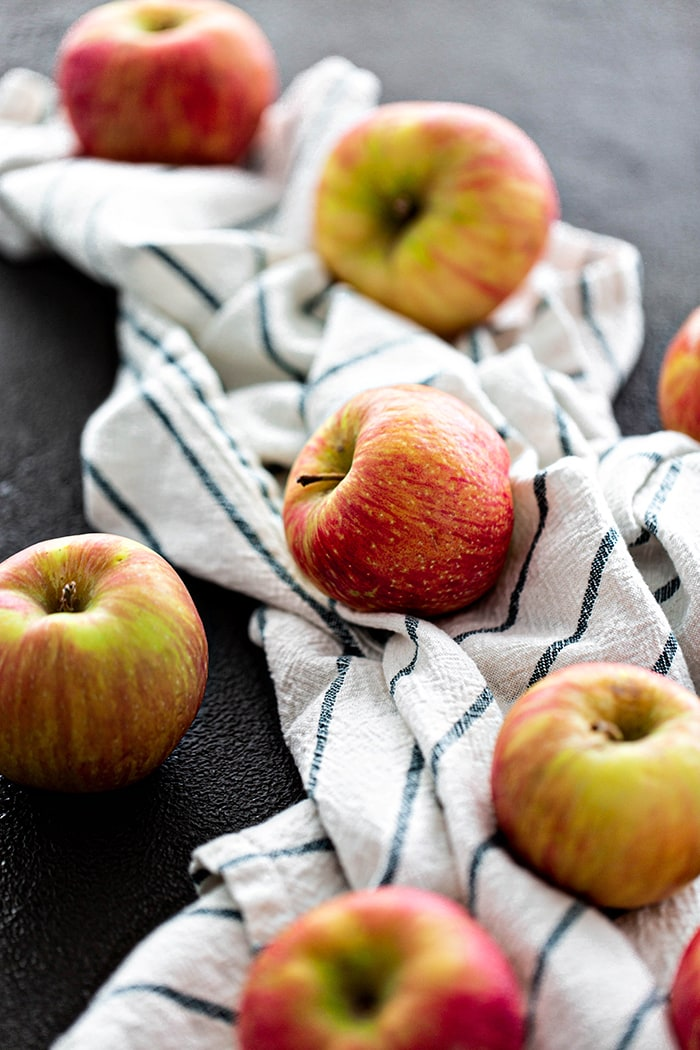 honeycrisp apples with kitchen towel